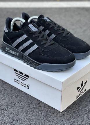 Мужские /унисекс черные кроссовки adidas