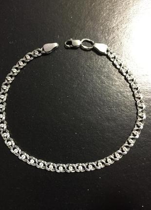 Красивый серебряный браслет. размер :19 см.