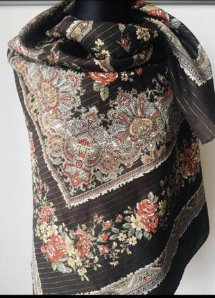 Шикарный подписной платок огромного размера