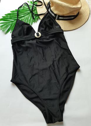 Черный сплошной купальник халтер
