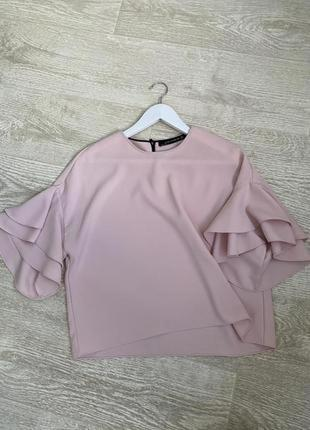 Красивая пудровая блуза с широкими рукавами