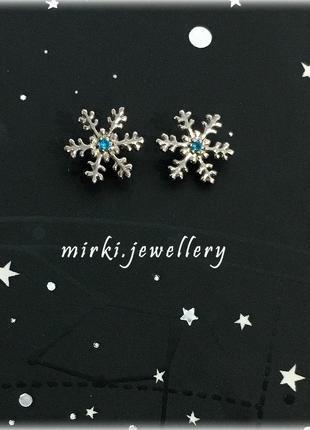 Серебряные серьги снежинки
