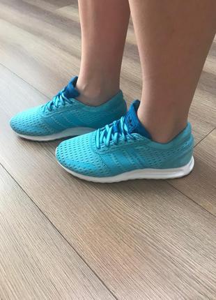 Оригінальні кросівки від adidas continental