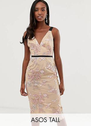 Шикарное платье с вышивкой