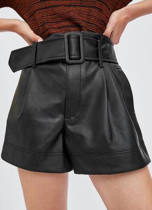 Крутые кожаные шорты с поясом фирмы zara
