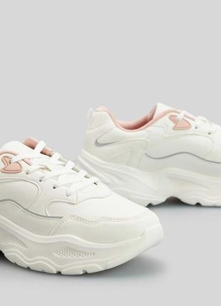 Стильные актуальные универсальные кожаные кроссовки на массивной подошве