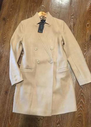Актуальное классическое нюдовое бежевое пальто тренч фирмы reserved