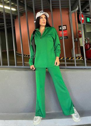 Зеленый прогулочный костюм
