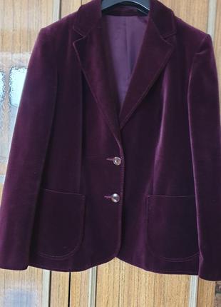 Шикарний велюровий піджак,в складі 80% котон 20% віскоза