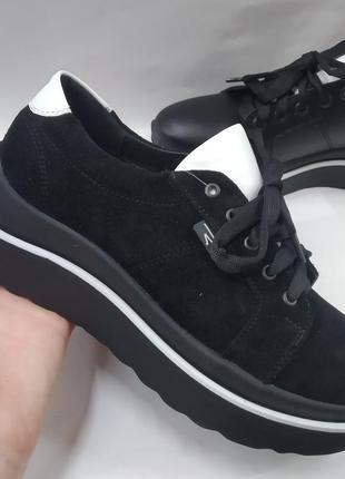 Замшевые туфли на шнурке