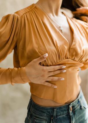 Шелкова блуза чёрная и золотая с вырезом и обьёмными рукавами