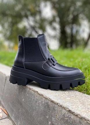 Женские кожаные демисезонные ботинки с цепью/натуральная кожа.
