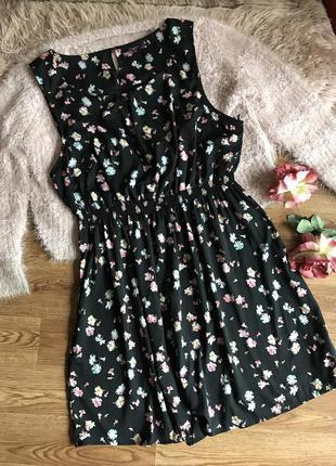 Платье в цветочный принт с незначительным нюансом (xl)