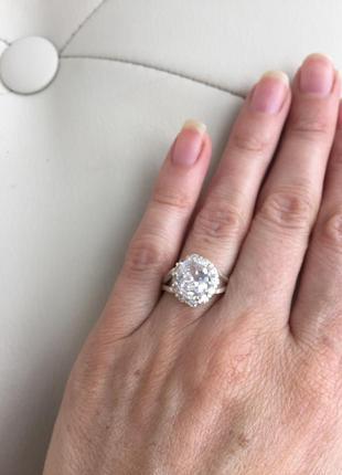 Серебрянное кольцо с большим камнем 18р