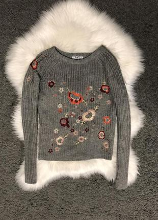 Шикарный серый свитер с вышивкой светер джемпер кофта акрил свитшот реглан