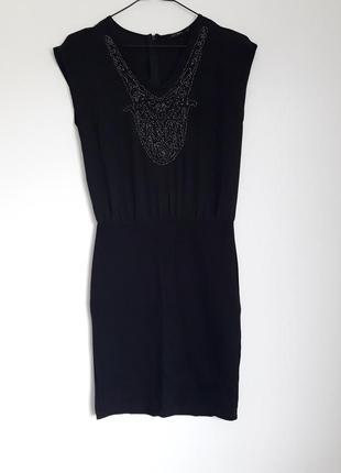 Вечернее чёрное платье, с красивой вышивкой из бисера.
