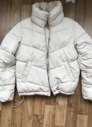 Дутая курточка stradivarius