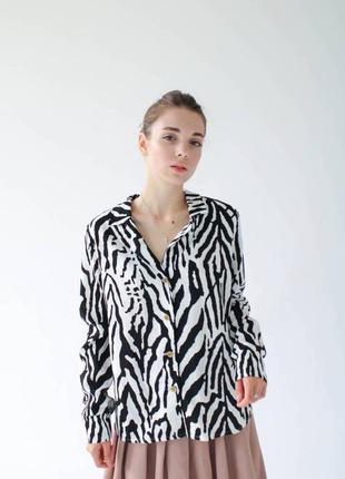Рубашка блузка в анималистический принт рисунок чёрная с белым