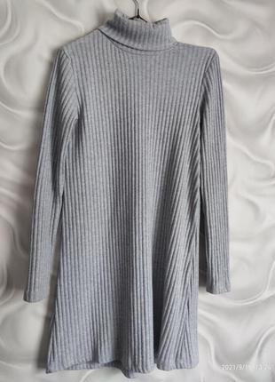 Тёплое короткое платье с горлом
