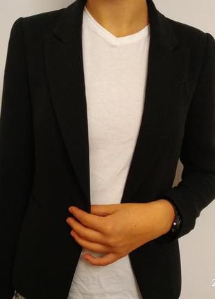 Піджак чорний класичний, приталений, чудової якості та в чудовому стані