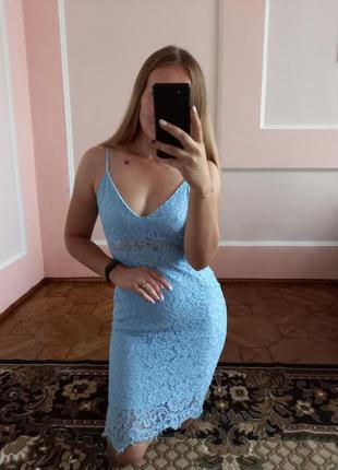 Блакитне плаття в мереживо