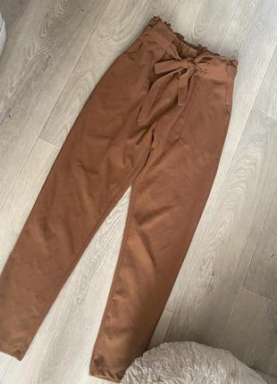Брюки штаны коричневые с защипами на талии на высокой посадке