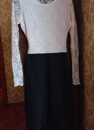 Черно-белое платье с гипюровым верхом