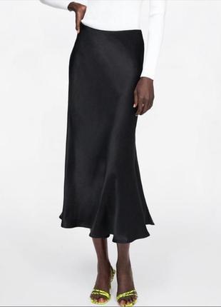 Красивая юбка миди чёрная сатин м