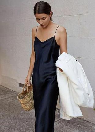 Чёрное длинное платье в бельевом стиле с открытой спинкой с м