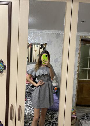 Очень красивое платье с воланом