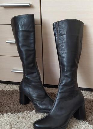 Женские осенние сапоги, ботфорты на низком каблуке из натуральной кожи