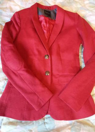 Стильный бордовый пиджак reserved