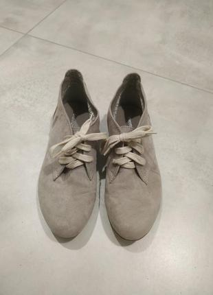 Замшевые ботинки цвета мокко