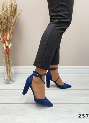 Шикарные синие туфли переплет