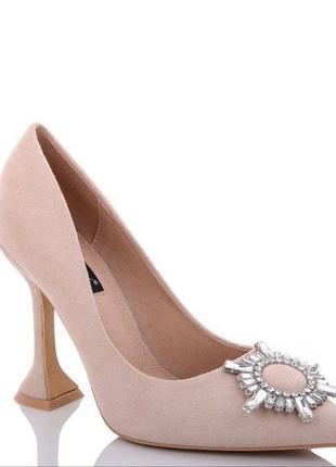 Замшевые женские туфли с брошкой/туфли с каблуком рюмочка/экозамша.