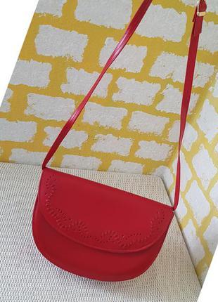 Шикарная кожаная сумочка clarks формы полумесяц  на/через плечо,сумка натуральная кожа,кросс боди багет седло