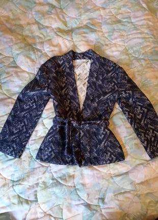 Очень стильный пиджак кимоно mango