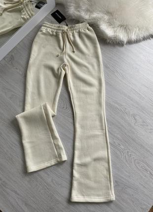 Молочные спортивные штаны джоггеры