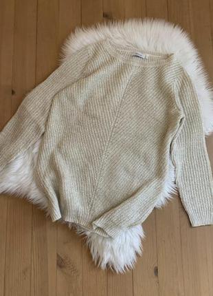 Молочний светр із золотистою ниткою