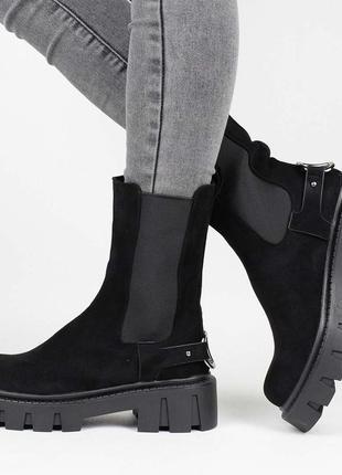 Стильные черные замшевые осенние деми ботинки на тракторной подошве резинке челси сапоги