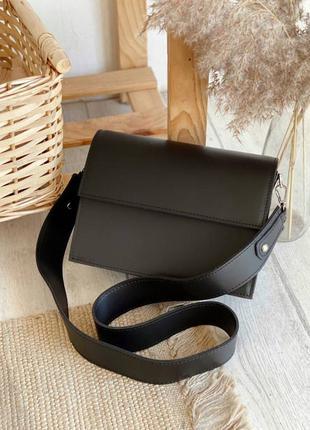 Клатч черный базовый лаконичный с нахлестом на магнитах