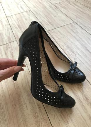 Туфли классические лодочки с перфорацией