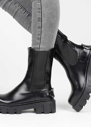 Стильные черные осенние деми ботинки на платформе тракторной подошве резинке челси модные сапоги