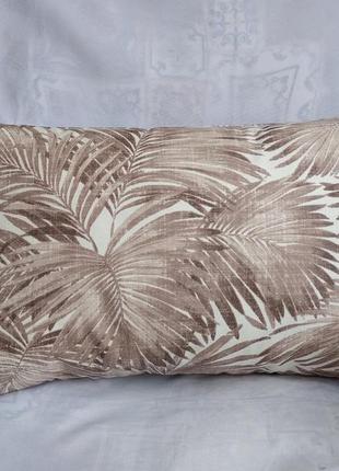 Подушка с коричневыми  листьями 30*45 см