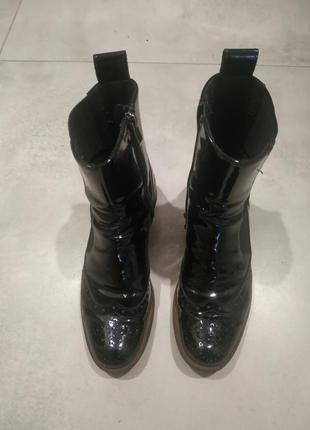 Черные лаковые ботинки