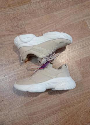 Новые кроссовки на платформе