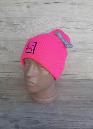Стильная и модная ярко- розовая вязаная шапка. есть разные расцветки!