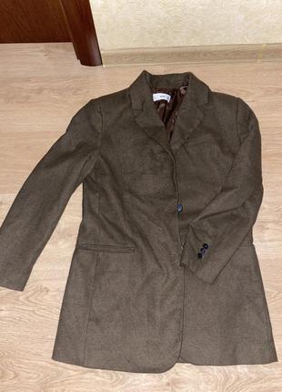 Женский осенний коричневый пиджак mango без пояса