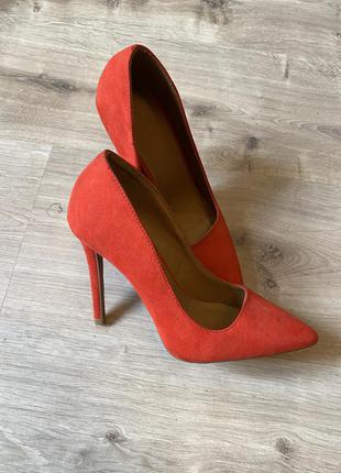 Ярко красные туфли шпилька 35-36 размер