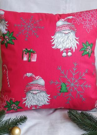 Новогодняя наволочка красная с гномами и снежинками
